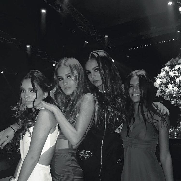 Juanita Tinelli con sus mejores amigas fiesta de 15