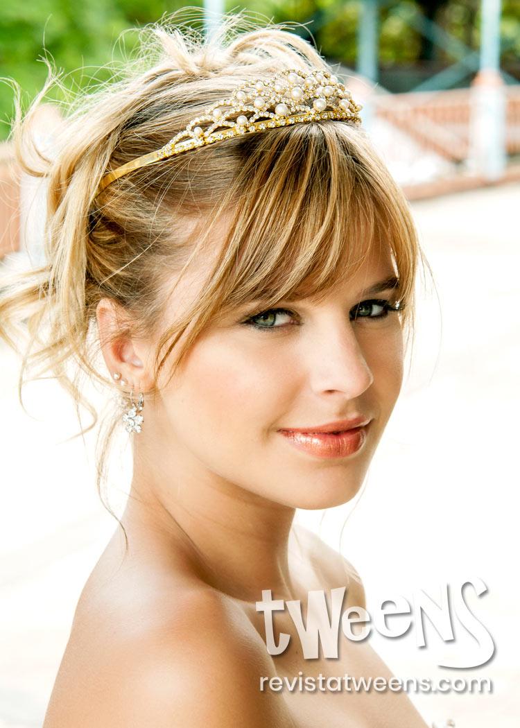 peinado de 15 recogido con tiara