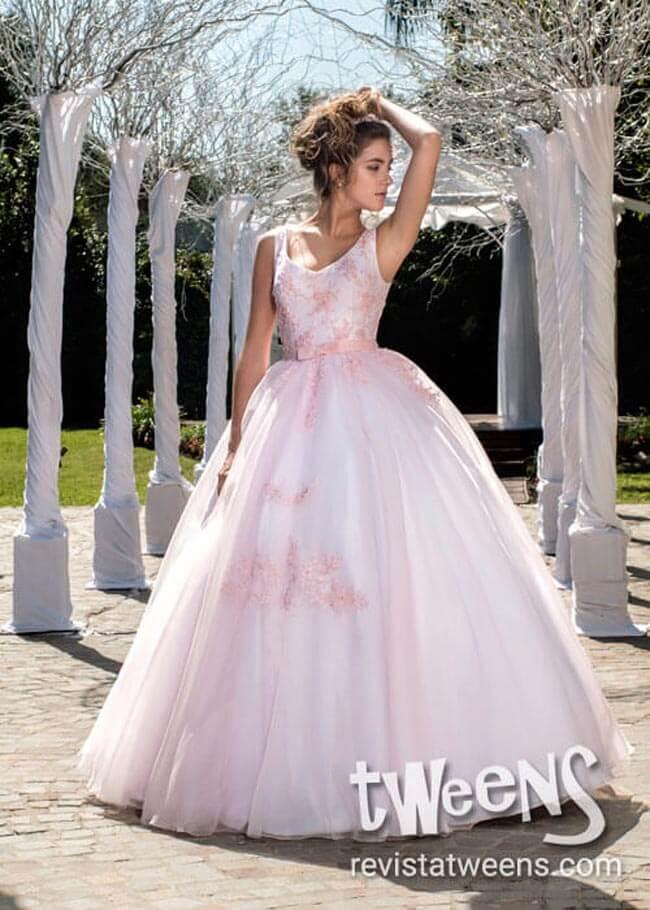Vestido de 15 blanco con bordado rosa