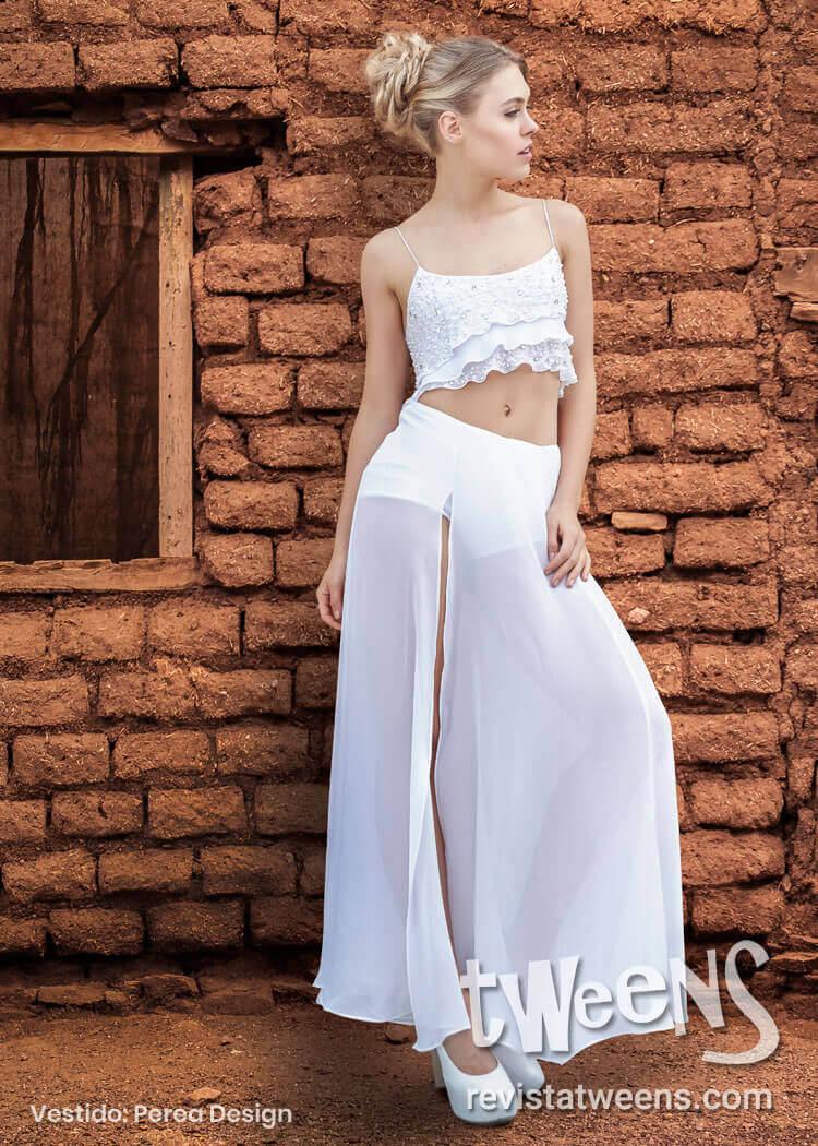fbe938043 Vestido de 15 años blanco largo con falda larga desmontable y mini short.