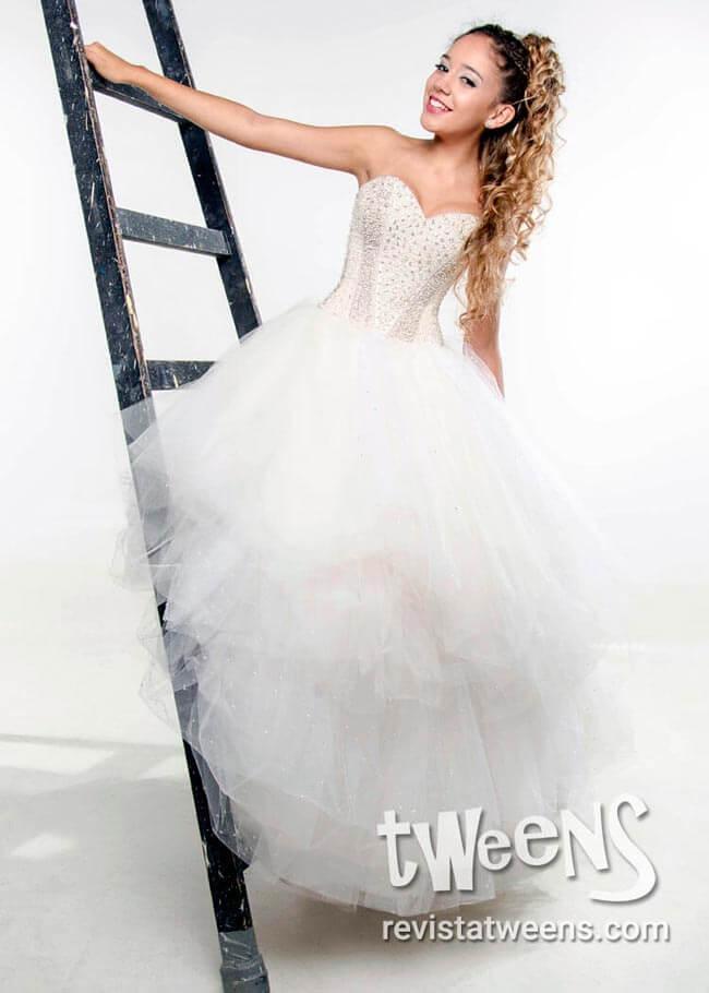 9944e68c40 Vestidos de 15 años blancos modernos y originales - Revista Tweens