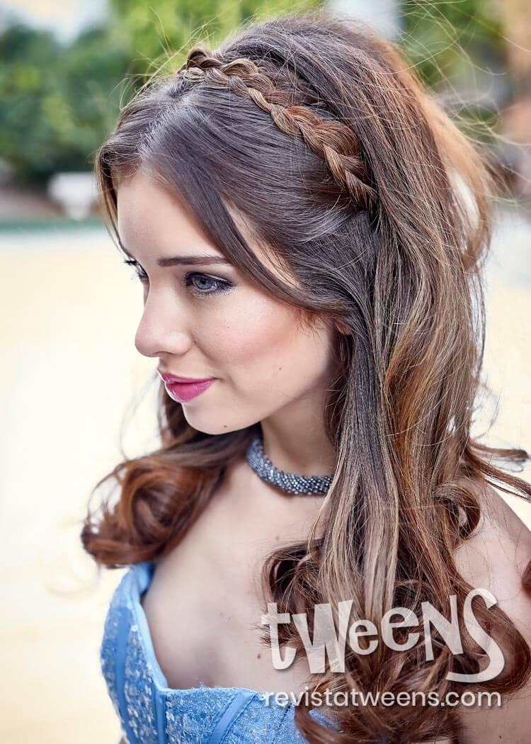 Peinado De 15 Anos Suelto Con Ondas Y Trenza Coni Suarez Make Up