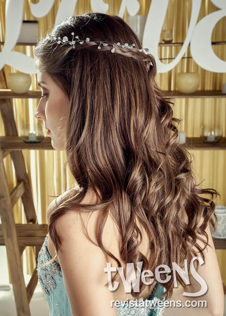 Peinado De Quince Anos Suelto Con Ondas Y Tiara Sh Make Up Pelo