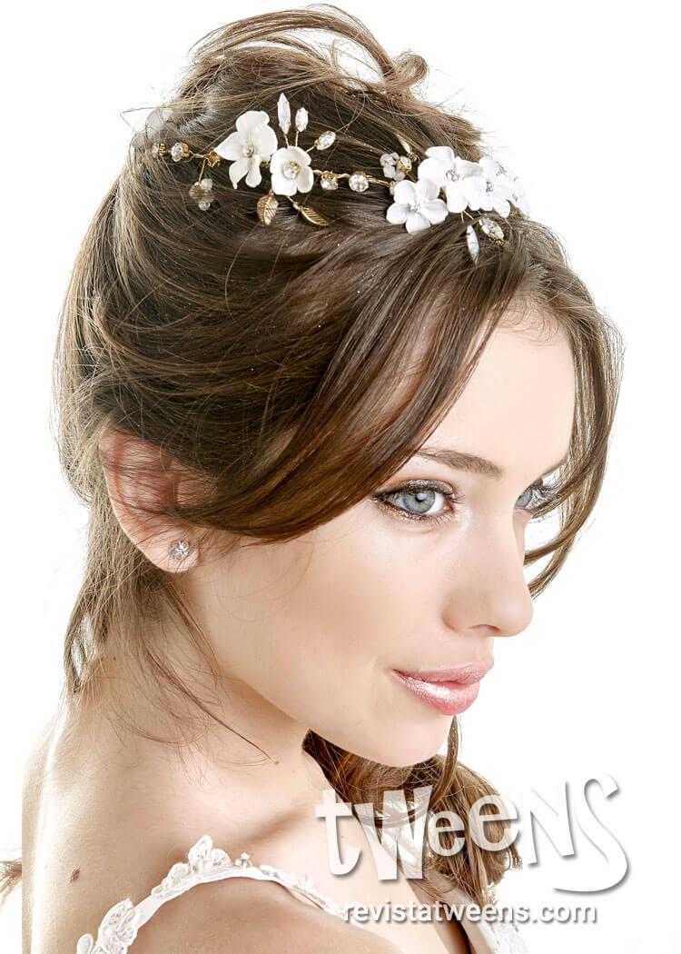 Más notable peinados con flores Fotos de las tendencias de color de pelo - Peinado de 15 semi recogido con aplique de flores blancas ...