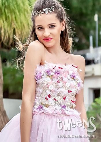 b87546d151 Vestido de 15 años blanco con original bordado en rosa y lila.