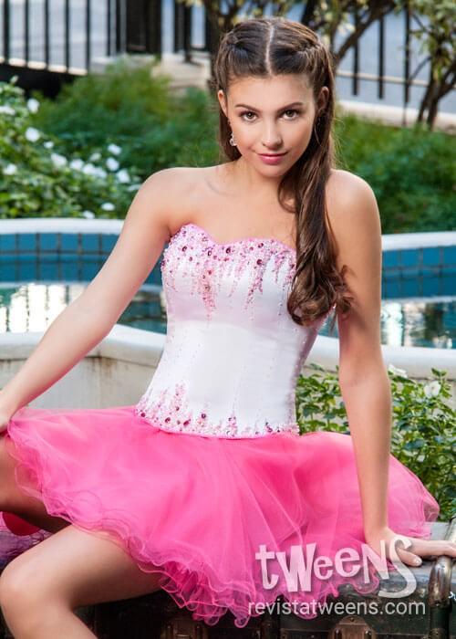 62828d07c Vestido de 15 años corto en blanco y fucsia - Isabel Montaño ...