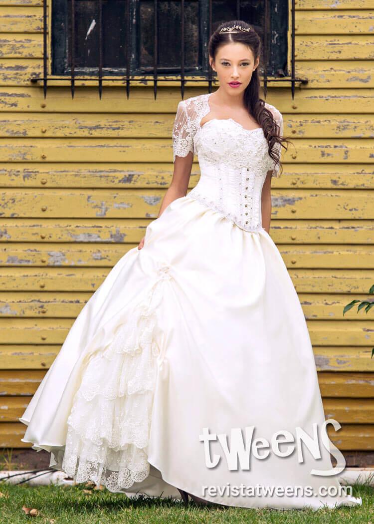7f324ac4bb Vestido de 15 años romántico blanco con pollera larga y corta ...